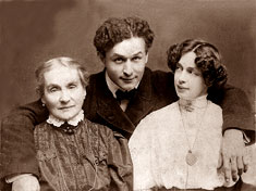 Houdini with Bess and his mother